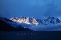 Magisk solnedgång i Tengboche med Mount Everest och Lhotse-massivet i bakgrunden.
