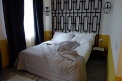 Mitt rum på Hotel Antigone strax väster stadsdelen Blloku, Tirana.
