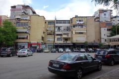 Bostadshus i stadsdelen Blloku, Tirana.