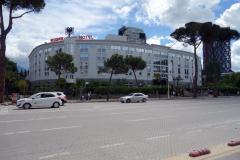 Rogner Hotel längs Bulevardi Dëshmorët e Kombit (martyrernas boulevard), Tirana.
