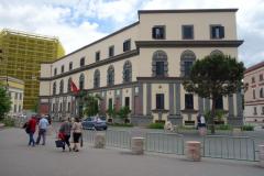 Regeringsbyggnad vid Skanderbeg Square i centrala Tirana.