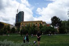 Den lilla parken vid Skanderbeg Square i centrala Tirana.