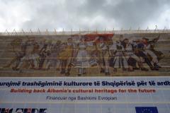 Europas vackraste mosaik pryder fasaden på nationalhistoriska museet, Skanderbeg Square, Tirana.