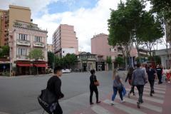 Övergångsställe över Rruga e Barrikadave, Tirana.