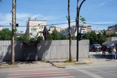 En av många graffiti-målningar i centrala Tirana.