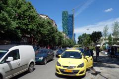 Gatuscen i centrala Tirana.