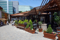 Shoppinggatan i Tirana castle, Tirana.