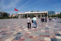 Det jättelika Skanderbegtorget i centrala Tirana.