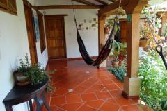 Hängmatta utanför mitt rum på Hostal Renacer, Villa de Leyva.