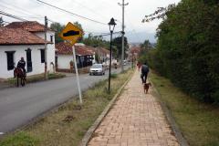 Gatan som leder ner till centrala Villa de Leyva från Hostal Renacer, Villa de Leyva.