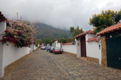 Gatuscen längs i centrala Villa de Leyva.