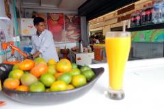 Fantastiskt god passionsfruktjuice, Plaza de Mercado, Villa de Leyva.