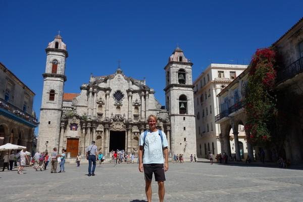 Stefan tillbaka på Plaza de la Catedral i Havanna!