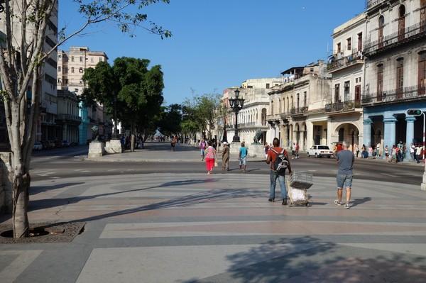 Kubas motsvarighet till Barcelonas La Rambla, Prado (Paseo de Marti), färdigställd i mitten på 1830-talet, Centro Habana, Havanna.