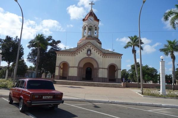 En kyrka som jag inte sett tidigare i Camagüey passerades i bicitaxin på väg ut till busstationen, Camagüey.