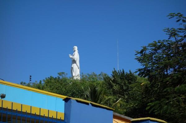 Estatua de Cristo sedd från färjeterminalen i Casablanca, Havanna.