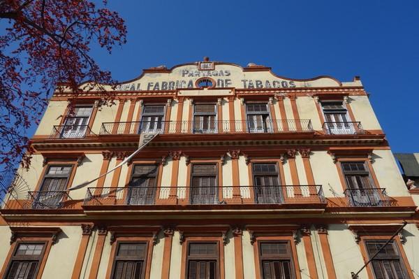 Tyvärr var denna fina attraktion stängd för renovering. En av Havannas äldsta och mest kända cigarrfabriker, Real Fabrica de Tabacos Partagás, Centro Habana, Havanna.