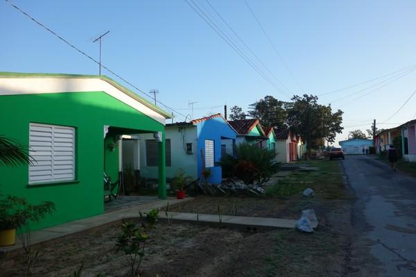 Ny morgon och äntligen helklart! Bilden är tagen längs gatan jag bor på i Viñales.