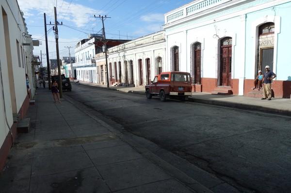 Gatuscen längs gatan jag bor på Ave 50, Cienfuegos.