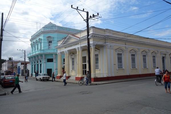 Gatuscen längs Paseo del Prado (calle 37), Cienfuegos.
