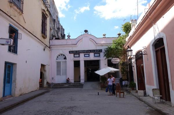 Paladar Dona Eutimia till höger i bild, Havanna.