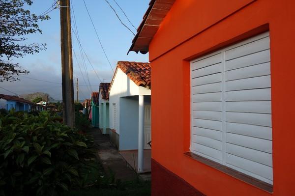 Osmany och Yaquelins hus till höger i bild. Med denna bild vill jag visa ovädret som är på väg att dra bort från Viñales.