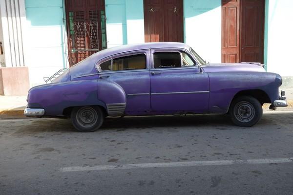 Amerikansk gammal goding längs Ave 50, Cienfuegos.