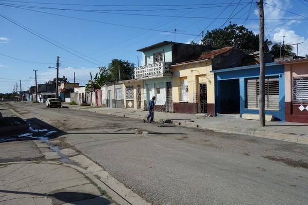 Gatuscen i västra Cienfuegos.