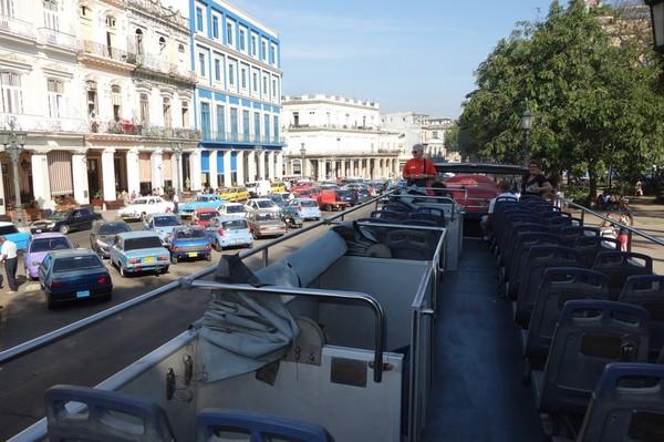 Ombord på HabanaBusTour-buss T1 vid Parque Central i väntan på avfärd, Centro Habana, Havanna.