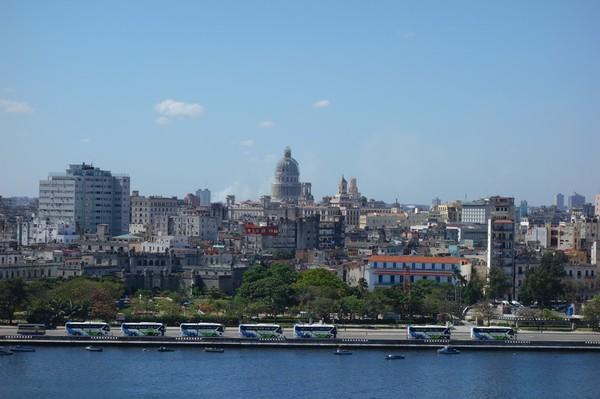 Utsikt över centrala Havanna från Fortaleza de San Carlos de la Cabana, Havanna.