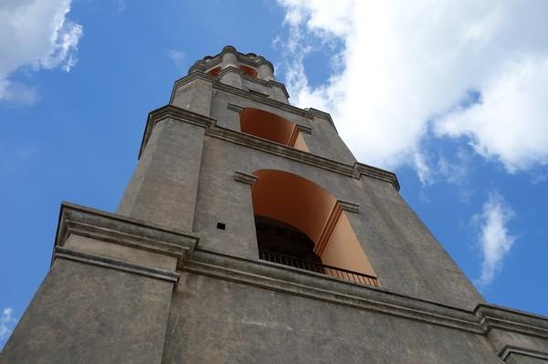 Det 44 meter höga tornet som användes för att övervaka slavar tillhörande egendomen Manaca Iznaga, Valle de los Ingenios utanför Trinidad.