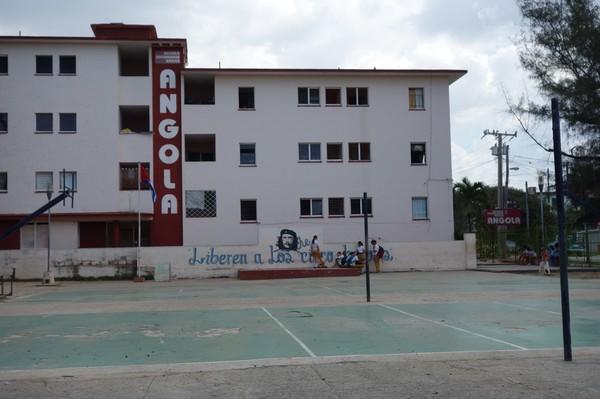 På promenad i stadsdelen Miramar som känns som en helt annan stad än centrala Havanna.