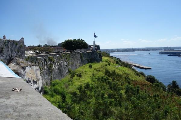 Utsikt över Havannas hamninlopp från Fortaleza de San Carlos de la Cabana, Havanna.