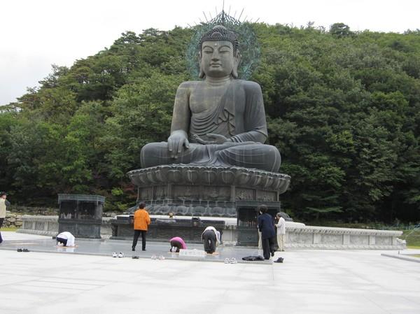 Buddha staty på vägen upp till Ulsanbawi.