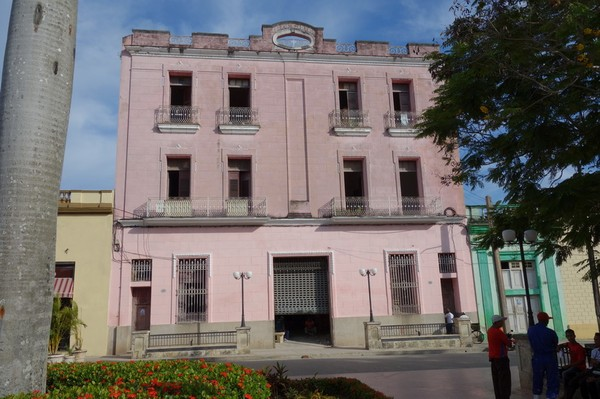 Fin arkitektur vid Parque Ignacio Agramonte, centrala Camagüey.