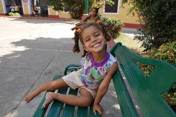 Även barnen skrattade åt mig och hånade mig när jag inte vågade rida. Den här lilla tjejen försökte ihärdigt få mig att ändra mig, Trinidad.
