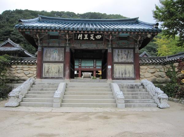 Tempel på vägen upp till Ulsanbawi.