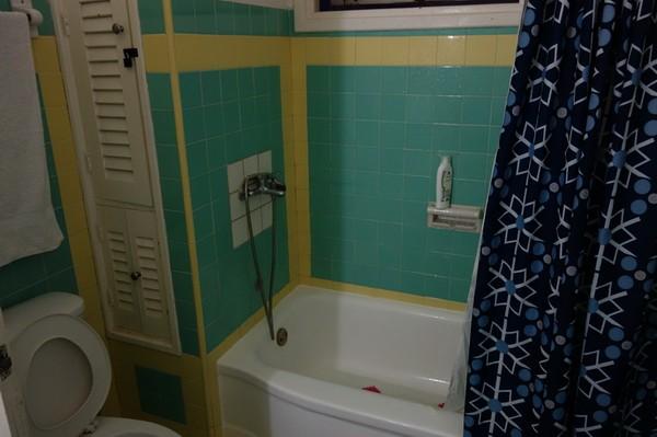 La Zarzamora, badrummet i lägenheten jag hyrt i nio nätter, Havanna.