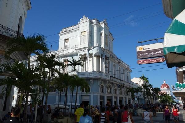 Paradgatan i staden, Ave 54, Cienfuegos.