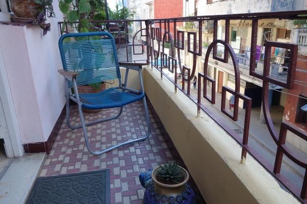 La Zarzamora, balkongen till lägenheten jag hyrt i nio nätter, Havanna.