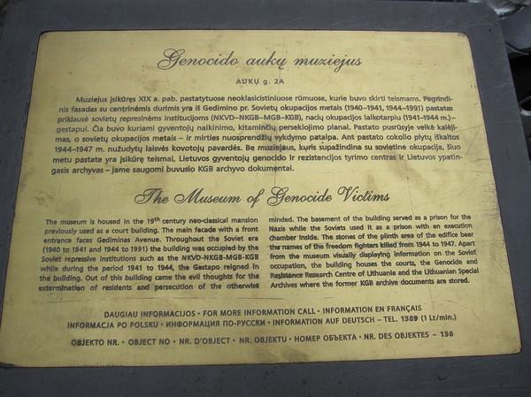 Faktaskylt som beskriver The Museum Of Genocide Victims, Vilnius.