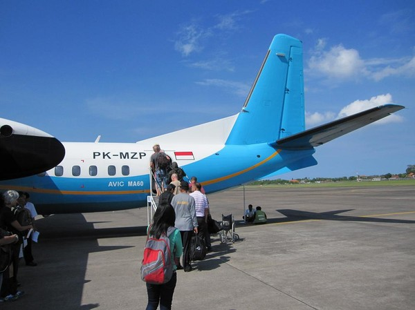 Olycksdrabbade MA-60 med Merpati på Ngurah Rai Airport, Bali.
