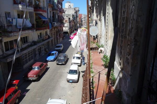 La Zarzamora, gatuvy från balkongen till lägenheten jag hyrt i nio nätter, Havanna.