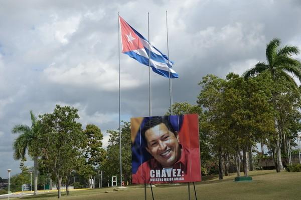 Chavez-affisch vid Memorial Comandante Ernesto Che Guevara med texten nuestro mejor amigo (vår bästa vän), Santa Clara.