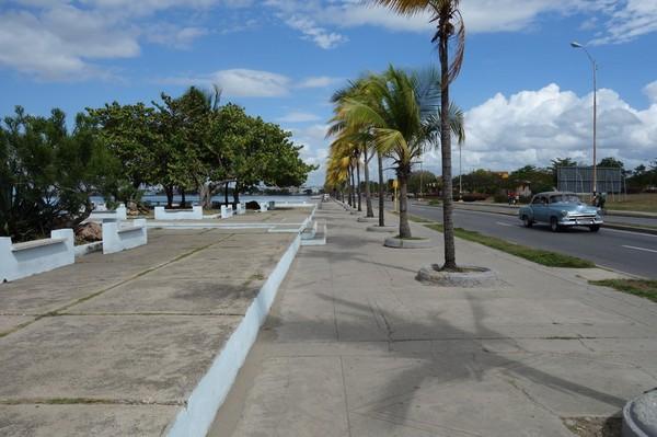 Gatuscen längs Malecon, Cienfuegos.
