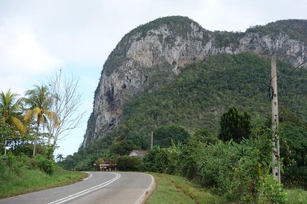 Makalös natur längs vägen, Valle de Viñales.