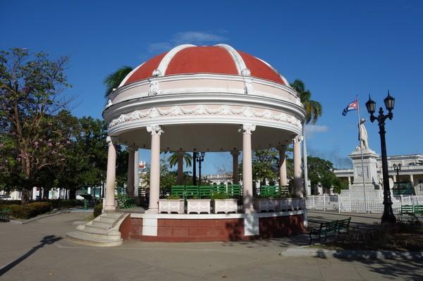 Fantastisk arkitektur i Parque José Martí, Cienfuegos.