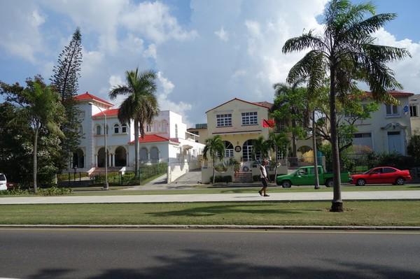 Ambassader på rad längs Av 5, Miramar, Havanna.