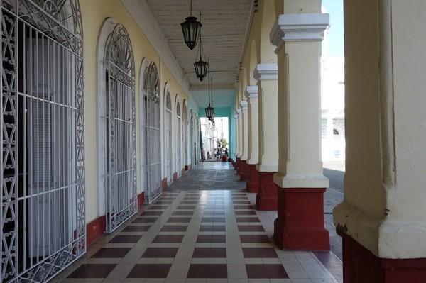 Fantastisk arkitektur runt Parque José Martí, Cienfuegos.