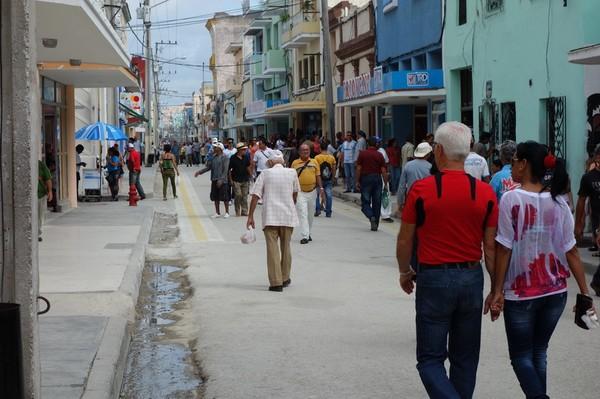 Gatuscen längs gågatan República, Camagüey.